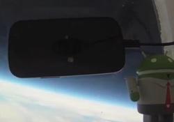 Nexus S im Weltraum
